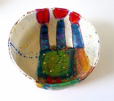 Medium bowl with 3 orangey red on purple oval blooms with petrol blue luster stems on oblong matt ochre with 2 green squares with gold dots, Linda Styles Ceramic Clay, Ceramic Painting, Ceramic Plates, Pottery Bowls, Ceramic Pottery, Pottery Art, Clay Bowl, Craft Shop, Clay Projects