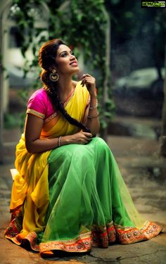 Oru Naal Koothu Actress Nivetha Pethuraj hot Pics, Nivetha Pethuraj Photos in Saree, Nivetha Pethuraj Images - gijju Beautiful Girl Photo, Beautiful Girl Indian, Beautiful Indian Actress, Wonderful Picture, Beautiful Saree, Indian Photoshoot, Saree Photoshoot, Girl Photo Poses, Girl Poses