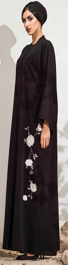 Mauzan abaya Dubai.Hand embroidery flowery design