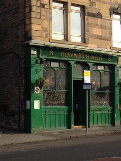 A classic pub in Edinburgh (photo by F.D. Hofer). #edinburgh #beer #travel #pub