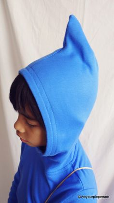 Great tutorial for making this pointed hood.   These hoodies were inspired by a children book, みんなのこびと (cub label) (Minna no Kobito) by Toshitaka Nabata, or loosely translated as 'Everyone's Kobito'. I made them for the Once Upon a Thread event...
