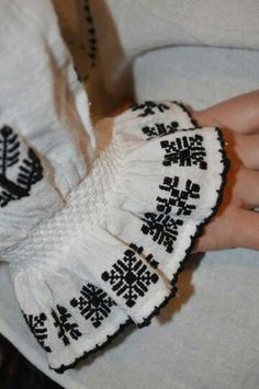 Embroidered Clothes, Sleeve Designs, Cross Stitching, Smocking, Hand Embroidery, Cross Stitch Patterns, Costumes, Traditional, Sewing