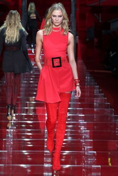 Karlie Kloss for Versace fall/winter 2015 collection - Milan fashion week. #versace