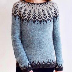 Garnet indeholder kun garn til sweateren 'Vintersol' der er designet af Jennifer Steingass/the yarn kit contains only yarn for the sweater designed by Jennifer Steingass ;CAMILLA VAD LAMBSWOOL (løbelængde 225 m pr. 50 g/yardage 225 m pr. 50 g).Størrelser/Sizes:(xxs) xs (s) m (l) xl (2xl) 3xl___________________Kit nr. 1 (De samme farver som Jennifer Steingass har brugt/The original colors in Jennifer Steingass' design)Mint Blå/Koksgrå/Lys Grå (Farver ... Fair Isle Knitting, Hand Knitting, Clothing Patterns, Knitting Patterns, Norwegian Knitting, Icelandic Sweaters, Fair Isle Pattern, Sweater Design, Knitted Hats