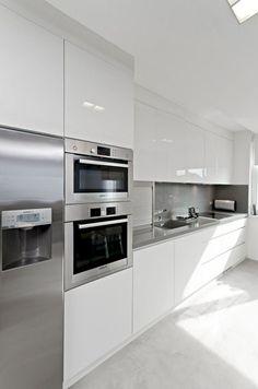 Awesome White Kitchen Cabinets Decor Ideas For Farmhouse Style Design Kitchen Room Design, Luxury Kitchen Design, Kitchen Cabinet Design, Home Decor Kitchen, Interior Design Kitchen, Home Kitchens, Modern Kitchen Cabinets, Kitchen Layouts, Oak Cabinets