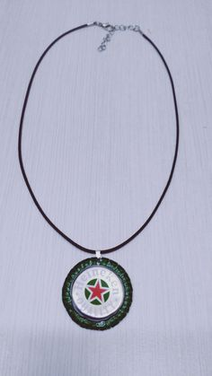 Collier recyclé, collier bière, collier court, capsule de bière, bouchon Heineken, collier homme,pendentif rond, zéro déchets, cordon noir de la boutique CreationSamiloux sur Etsy Washer Necklace, Pendant Necklace, Beer Caps, Boutique, Gifts, Etsy, Black, Jewelry, Heineken