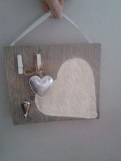Cadeau voor juffendag. Steigerplankje met hart, haakje en knijpertjes. Hart, Bathroom Hooks