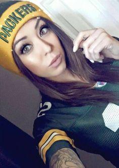 Nfl Football Helmets, Packers Football, Football Girls, Green Bay Packers Wallpaper, Hot Fan, Musa, American Women, American Football, Wisconsin