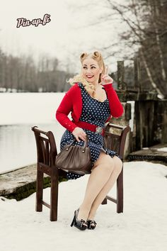 Pin-up.fi, Photo: Moodphoto, Dress: Muotiputiikki Helmi, Hair: Gingerella Cee, Makeup: Myself