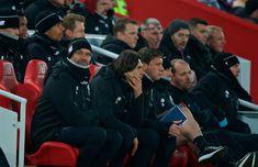 LIVERPOOL, ANGLICKO - sobota 3. marca 2018: Liverpool manažér Jürgen Klopp sedí na lavičke počas zápasu FA Premier League medzi Liverpool FC a Newcastle United FC v Anfielde.  (Obrázok Peter Powell / Propaganda)