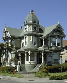 Eclecticism *draws elements from other styles: Tudor windows, Greek arches& columns, Renaissance domes