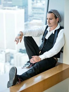 Johnny Depp in Tokyo Sept. 2018 by Ross Halfin Johnny Depp Fans, Johnny Depp Movies, Teen Wolf, The Hollywood Vampires, Hollywood Stars, Johnny Depp Pictures, Jonny Deep, Estilo Rock, Celebrity Crush