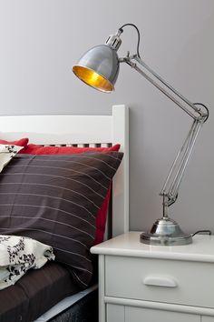 Moderni valaisin yöpöydälle Desk Lamp, Table Lamp, Lighting, Home Decor, Table Lamps, Decoration Home, Room Decor, Lights, Home Interior Design