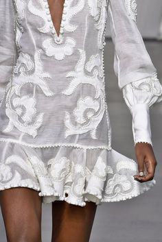 Up Close: With second arrivals from our Spring 2018 Ready-to-Wear collection, GOLDENTIME, now available instore and online, we take a look up close at some of the new Runway Collection. Second arrivals from the Collection are available instore and. Fashion 2020, Runway Fashion, Boho Fashion, High Fashion, Fashion Outfits, Womens Fashion, Haute Couture Style, Couture Mode, Couture Fashion
