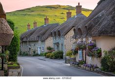 evening-view-of-thatch-roof-cottages-in-west-lulworth-dorset-england-efgdj2.jpg (640×447)