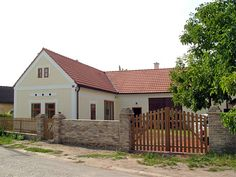 Rekonstrukce venkovského domu v Řitce Traditional House, Home Fashion, Home Projects, Entrance, Shed, Farmhouse, Cottage, Exterior, Outdoor Structures