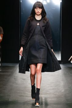 Vera Wang Spring 2016 Ready-to-Wear Fashion Show - Zoe Huxford