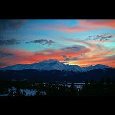 """Sunset over Colorado's rooftop #colorado#rockymountains#sawatchrange#14ers#mtelbert#sunset#winter#sky #topoftherockies#leadville#cloudcity…"""