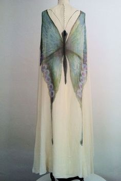 Mollie Parnis Butterfly Gown 1970 — with Lídia Sender. Moda Fashion, 70s Fashion, Fashion History, Vintage Fashion, Womens Fashion, Vintage Dresses, Vintage Outfits, Vintage Clothing, Mode Boho