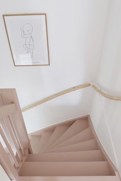 Make over: roze trap en deur in de kleur Skin Powder - Stijlinge - DIY Stairs In Living Room, House Stairs, Home Interior Design, Interior Styling, Home Hacks, Cozy House, Colorful Interiors, Interior Inspiration, Decoration