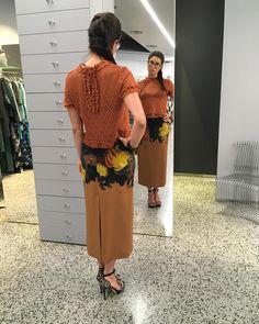"""""""Mi piace"""": 100, commenti: 2 - Donne Vincenti (@donnevincenti) su Instagram: """"👉Nuovo mese,nuove lunghezze,nuovi colori 👈 #fashioninspiration #outfit #driesvannoten #kristinati…"""""""