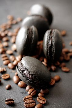 This one is for all the coffee lovers out there: Black Coffee Macarons. Click on image for full recipe (then scroll down for English version).    #coffee #macaron #smarthomesforliving