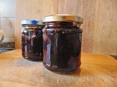 Pflaumenmus im Backofen Plum jam in the oven Related posts: Spicy plum jam from the oven Nutella Cupcake Recipe – for Oven and Microwave Chutneys, Plum Jam, Vegetable Drinks, Healthy Eating Tips, Food Menu, 3 Ingredients, Sweet Recipes, Baking Recipes, Nutella