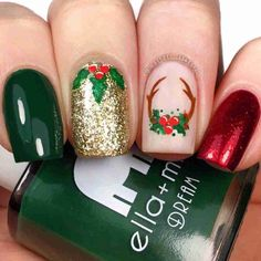 Beautiful green, red and golden glitter christmas nails! # Christmas nails # Related posts: The cutest and festive Christmas nail designs to celebrate The cutest and festive … Xmas Nail Art, Christmas Gel Nails, Christmas Nail Art Designs, Holiday Nails, Christmas Design, Festival Chic, Design Festival, Nagellack Design, Square Nails