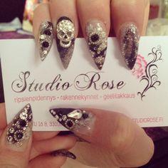 Bling bling kynnet pääkalloilla. Bling Bling, Gel Nails, Hair Beauty, Studio, Rose, Makeup, Pretty, Gel Nail, Make Up