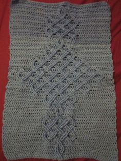 How to create a Celtic knot cable in crochet. Beautiful! Now what can I put it on?