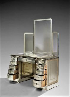 Dressing Table with Silvered Lacquered Wood, Chrome Metal, Glass with Sand etched decoration by Rene Lalique, 1928/30 Art Deco Furniture, Design Furniture, Luxury Furniture, Vintage Furniture, Fine Furniture, Contemporary Furniture, Art Nouveau, Art Deco Bedroom, Magic Mirror