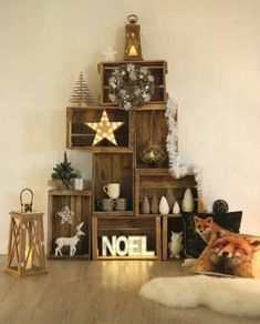 15 Unique Christmas Tree Decorations That's Simply Fascinating - HomelySmart Unique Christmas Trees, Noel Christmas, Christmas 2019, Christmas Crafts, Xmas Tree, Christmas Christmas, Christmas Tables, Magical Christmas, Modern Christmas