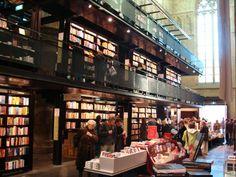 Librería en la Catedral de Maastricht, en Holanda.