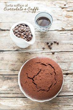 In casa mia ogni momento è quello giusto per infornare una deliziosa torta al cioccolato, un dolce classico che non stanca mai, piace sempre a tutta la famiglia. Ideale in qualsiasi momento della giornata, dalle prime ore dell'alba gustata con un bel cappuccio, a merenda con un bel bicchiere di latte fresco o prima di …