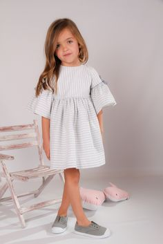 Kids cloth online little girl fashion dresses how to be fashionable for girls 20190208 Little Girl Outfits, Little Girl Fashion, Toddler Fashion, Kids Fashion, Baby Girl Dresses, Dress Girl, Ladies Dress Design, Kids Wear, Fashion Dresses