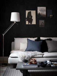 Maak je eigen salontafel door wielen onder een keukenwerblad te monteren | IKEA IKEAnederland IKEAnl wooninspiratie inspiratie DIY industrieel kast stoer praktisch EKBACKEN werkblad kast RILL wielen wieltjes wwonkamer tafel salontafel SÖDERHAMN bank ORMKAKTUS kussen kussenovertrek OKÄND bak doos FIFFIGT schaal kom VARDAGEN servies kop schotel SAMTID lamp