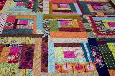 Bee Beautiful Log Cabin Quilt by jrcraft, via Flickr - this almost makes me want to go through the painstakingly slow process of quilting again!