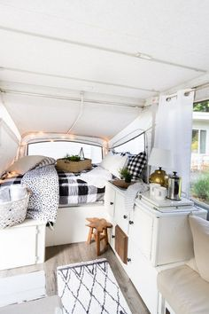 Best DIY Guide To Living In Your RV Van (23)