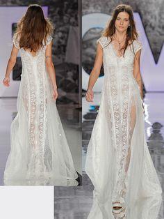 Spitzenbesetztes Brautkleid im Vintage-Stil mit fließendem Rock. Lace Wedding, Wedding Dresses, Vintage Stil, Rock, Fashion, Wedding Dress Lace, Dress Wedding, Bridal Gown, Gowns