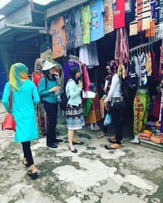 Informal Witnessing at an outdoor marketplace in Berstagi, Sumatra Island, Indonesia. Photo shared by @kimbrulay