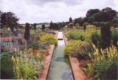 tom stuart smith garden design