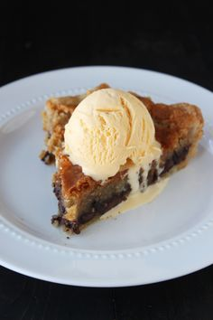 Chocolate Chip Cookie Pie - a rich, decadent, ooey and gooey chocolate chip cookie filling and a buttery and flaky homemade pie crust. Served warm with vanilla ice cream! Just Desserts, Delicious Desserts, Yummy Food, Dessert Healthy, Pie Dessert, Dessert Recipes, Top Recipes, Cookie Recipes, Yummy Treats