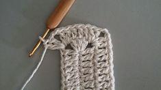 TAPETE RETANGULAR RENDADO EM CROCHÊ COM PASSO A PASSO Crochet Mat, Crochet Squares, Learn To Crochet, Diy And Crafts, Crochet Patterns, Knitting, Sewing, Accessories, Crochet Doily Rug