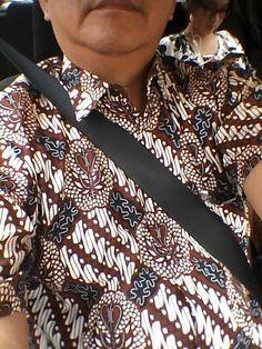 Tuk kerja dan se-hari2 baju Batik lebih cocok tuk di Indonesia. Ga panas dan banyak coraknya. Selamet Hari Batik Nasional