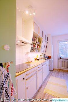 kök funkis snedskåp retro ekgolv mintgrönt renova skåpbelysning,kök