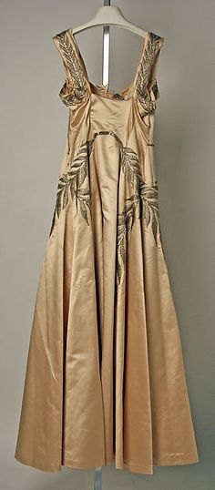Evening dress, nude satin and silver thread embroidery, House of Chanel, 1939