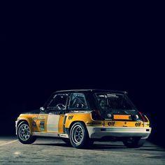   R E N A U L T   What a car! Pure fun but only through the shade. It get's 🔥¡ C A L I E N T E !🔥 . . . . . . #renault #renaultr5turbo…
