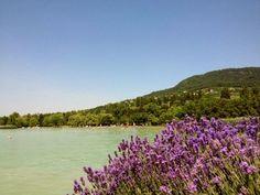 Hurrá nyaralunk! Irány Badacsony! Nem kell egy vagyont elkölteni a nyaralásra.A Balaton északi részén is találunk olyan … River, Mountains, Nature, Outdoor, Outdoors, Naturaleza, Outdoor Games, Outdoor Living, Rivers