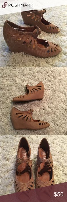 Jeffrey Campbell sandals Adorable neutral sandals in great condition Jeffrey Campbell Shoes