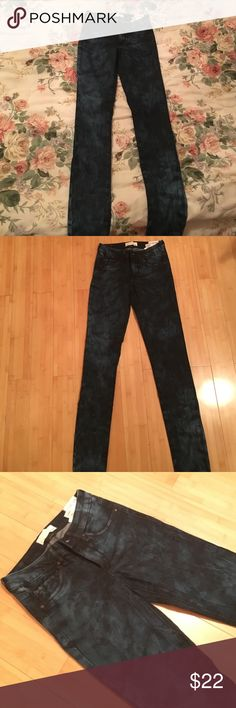 New high waist jegging Brand new. Never been worn high wasted Jeggings. Size 00 Garage Jeans